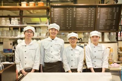 学生から主婦まで、幅広い年代のアルバイトスタッフが活躍中。スタッフの育成経験がある方歓迎します!