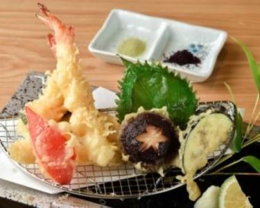 博多駅近くにある人気の郷土料理店で料理長(候補)として活躍!
