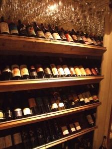 豊富な種類のワインをそろえているので、ワインの知識や扱い方も学べます◎