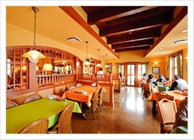 店舗のイメージは、イタリアの片田舎の一軒家だったり、隠れ家的雰囲気だったり、多種多様です。