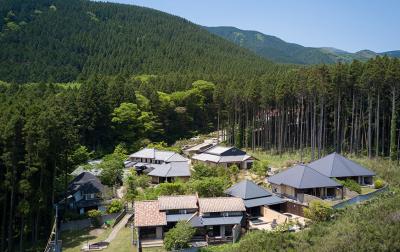 由布岳に抱かれた2,300坪の広大な敷地にある温泉宿。イチから和食を学び、料理長を目指しませんか?