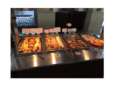 大学の研修施設内にあるレストランがあなたの勤務先です。(画像:朝食バイキング)