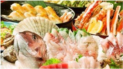 姿造りやお寿司、天ぷら、煮物など、草津漁港直送の鮮魚調理にも携わります!