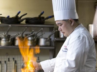 料理長をはじめ、経験豊富な先輩スタッフが丁寧に指導します