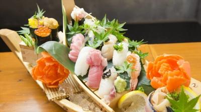 新鮮な魚を使ったメニューが人気の寿司居酒屋で、料理長候補を募集します。