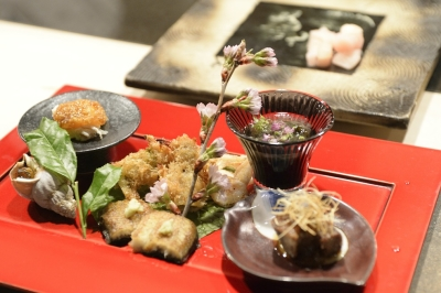 厳選して仕入れた旬の食材を、伝統的な日本料理に新しいアレンジをくわえるのが当店の特長です。