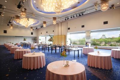 8種類の宴会場と、大阪城と大阪の街を展望できるレストランがあなたの職場です。