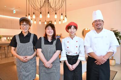 【月8~9日休/賞与年2回】カジュアルに利用できるプライベートホテル☆贅沢なひとときを、あなたの料理でもっと特別に!ホテルの枠を超えたアイディアも実現できる企業