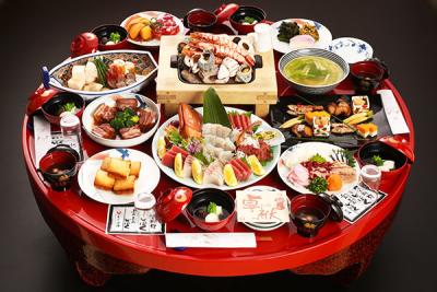長崎の歴史と文化が息づく郷土料理を、円卓形式でご提供します。