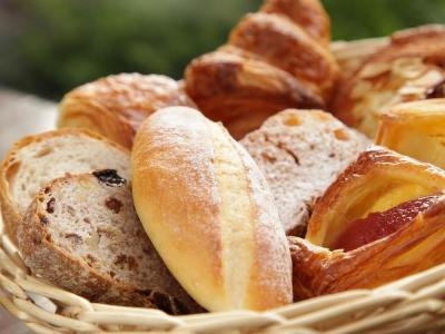 朝食ビュッフェやパーティー、館内のショップでご提供している、こだわりのパンづくりをおまかせ