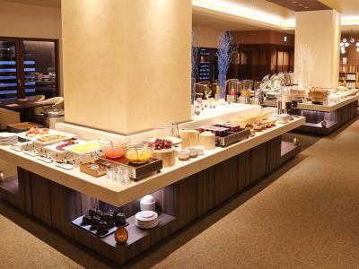 複合リゾート施設内にある洋食レストラン。海外ゲスト多数!語学スキルが身に付く&活かせる環境です!