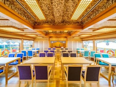 安宅丸の内装デザイン監修はJR九州の「ななつ星」をデザインした水戸岡氏。