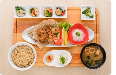 体が喜ぶヘルシー定食をバリエーション豊かに提供している、カフェ食堂があなたの新たな活躍の場所です。