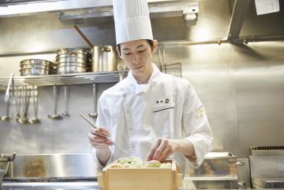 口コミサイトで高評価の神戸・三宮の鉄板焼きレストランで、調理スキルにみがきをかけませんか。