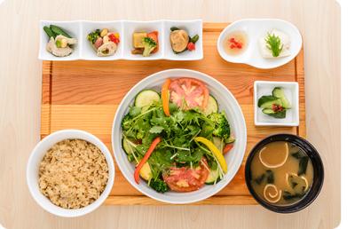 六本木・新宿・銀座など都内に展開する、ヘルシーな料理が人気のマクロビカフェ。