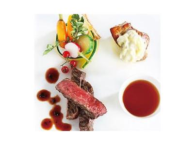 シェフこだわりの料理でおもてなし。ゆくゆくはあなたのアイデアを活かしたメニュー提案も大歓迎!