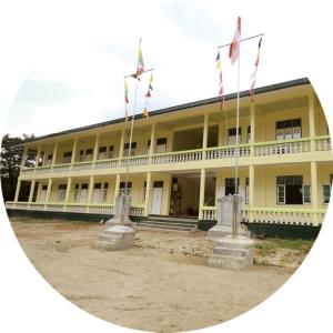 うどんの売り上げの一部で、ミャンマーに学校を作るなどの社会貢献活動も行なっています!