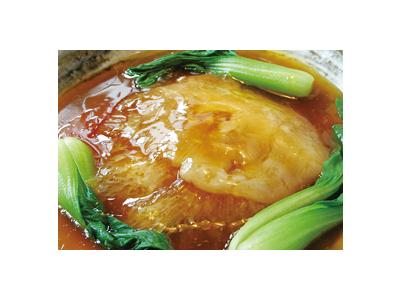 高級食材であるフカヒレや、紹興酒など、本場の素材や味に触れ合うことができます。