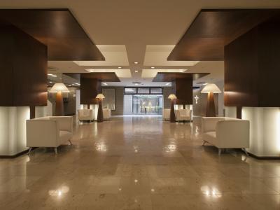 地域密着のホテルで、幅広い人数、幅広い好みをもったお客様に向けて様々な調理を行います。