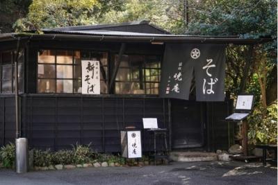 箱根湯本店・暁亭・銀座三越店の3店舗展開中!昔ながらのそば処を改装した趣ある店内で働けます!