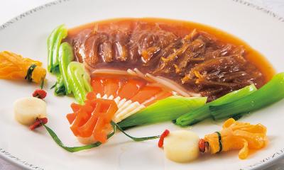 西洋料理と中華料理や日本料理を組み合わせたコースなどもご用意。