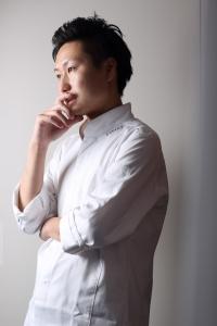 フランス・ミシュラン3つ星獲得店で修業したシェフ・江見のもと、じっくり学べます。