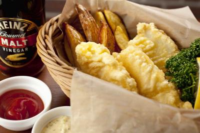 おすすめメニューのひとつ「鮮魚のフィッシュ&チップス」。