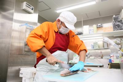 急成長をとげるスーパーマーケット『オーケー』では、水産部門の鮮魚スタッフを募集します!