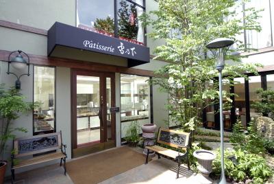 鎌倉本店ではイートインが可能。お客様の喜ぶ姿を間近で感じることができます。