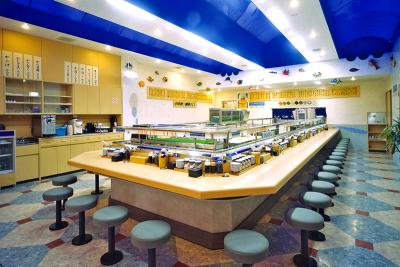 厳選されたカニと、季節の魚介を使った寿司をお楽しみいただいております。
