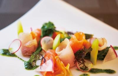 軽井沢の美しい四季のなか、イタリア、フランスの料理にもなじみ深い中央ヨーロッパの味わいを提供。