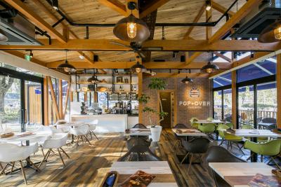 2018年3月OPEN予定のカフェは、緑に囲まれた絶好のロケーションの中で働くことができます!