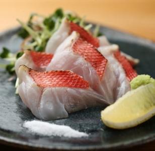 新鮮な鮮魚を使ったメニューも取り入れています。2020年12月には海鮮居酒屋もオープン予定。