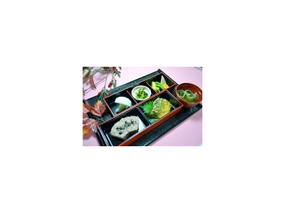 健康的で美味しい料理の提供を。栄養管理、献立の作成、食材発注、調理業務、衛生管理を担当してください。