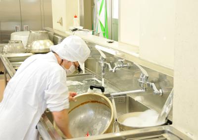 創業50年以上!今では全国200拠点以上のさまざまな給食施設を運営しています。