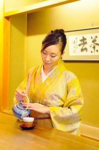 創業80年余。老舗京料理店「辰巳屋」にて、和装ホールスタッフを募集します。