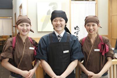 12ブランドを、全国47都道府県に直営220店舗・FC190店舗チェーン展開し、12期連続増収増益。