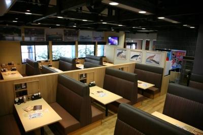 大きな生け簀が特徴の海鮮レストランで店長候補募集中。飲食店での勤務経験が活かせます!
