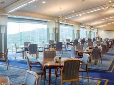 56年の歴史を持つゴルフ場のレストランで、サービススタッフとして活躍しませんか!
