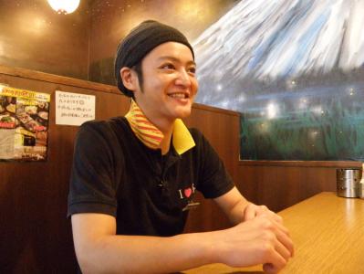『個人店からの転職で、全てが変わった。』と話す副店長「菅野・2016年入社・31歳」