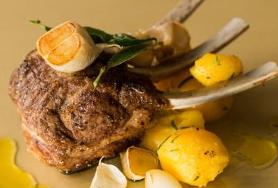 イタリアンレストランで調理を担当!仕込みから盛りつけ、仕入れやメニュー提案といった調理全般をお任せ◎