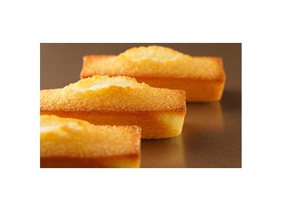 厳選食材を使ってていねいに作られたフィナンシェなどの焼菓子、ケーキなどの生菓子を販売しています。
