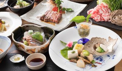 旬の食材を使用したお料理でお客さまをおもてなし致します。