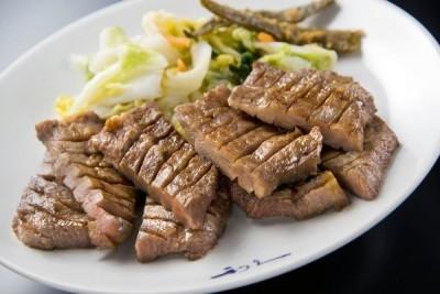 当社は1987年に宮城・仙台で1号店をスタートさせた、牛たん専門店の老舗。