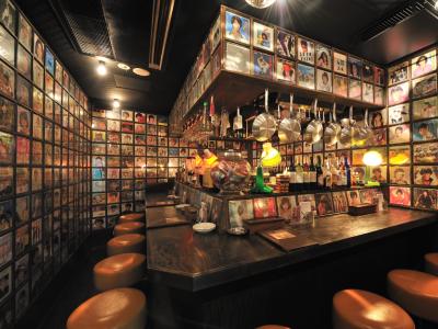 昔懐かしい雑貨や映画ポスターに囲まれながら、シンプルで美味しい居酒屋メニューがお楽しみいただけます◎