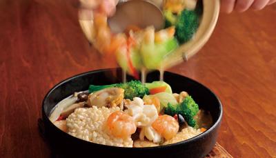 「鉄鍋棒餃子」が人気の中華料理店!千葉県内で営業する各店舗では、キッチンスタッフを募集しています。