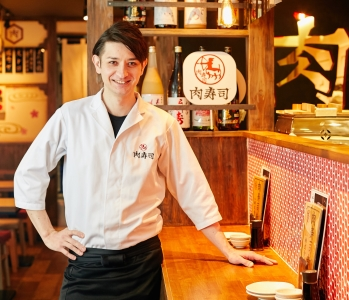 現在東京を中心に神奈川・大阪などでFC店舗併せて52店舗展開中の「肉寿司」。