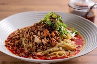 一番人気は『担担麺(汁なし)』。自家製のラー油の辛味、酸味、苦みに、カシューナッツがアクセント◎