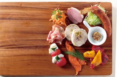 味はもちろん、見た目の美しさでも楽しませる料理をご提供しています。
