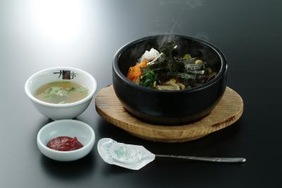 本格韓国料理を豊富なメニューでご堪能いただいています。